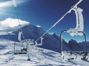 Welke skikleding trek ik aan op een koude dag