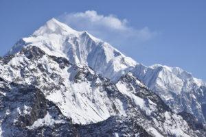 Wat gaat het weer doen de komende dagen in de Alpen? Hier een mooie foto van een besneeuwde berg!