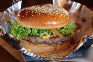 amerikaanse-hamburger-intowintersport