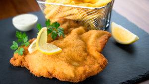 wiener-schnitzel-met-friet-intowintersport